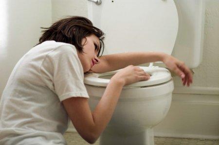 Тошнота по утрам. Причины и варианты лечения.
